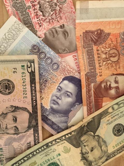 アメリカドルとカンボジアリエル