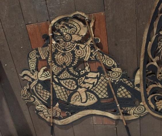 牛革を用いて一つ一つ手作りされた影絵人形