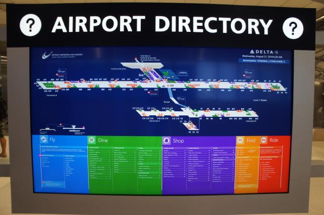 空港内案内板