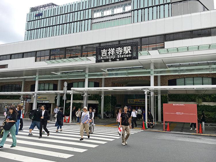 【2020年最新】吉祥寺駅周辺の連れ込みたいラブホテル!4000円台の部屋やレンタルコスプレもあります!