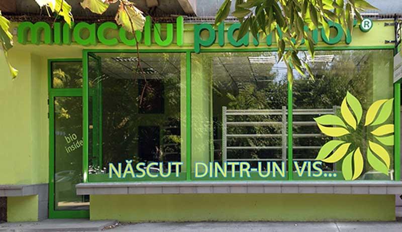 design vitrine spatii comerciale