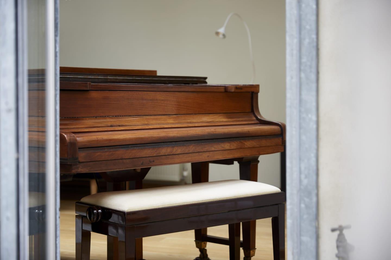 grand piano close up