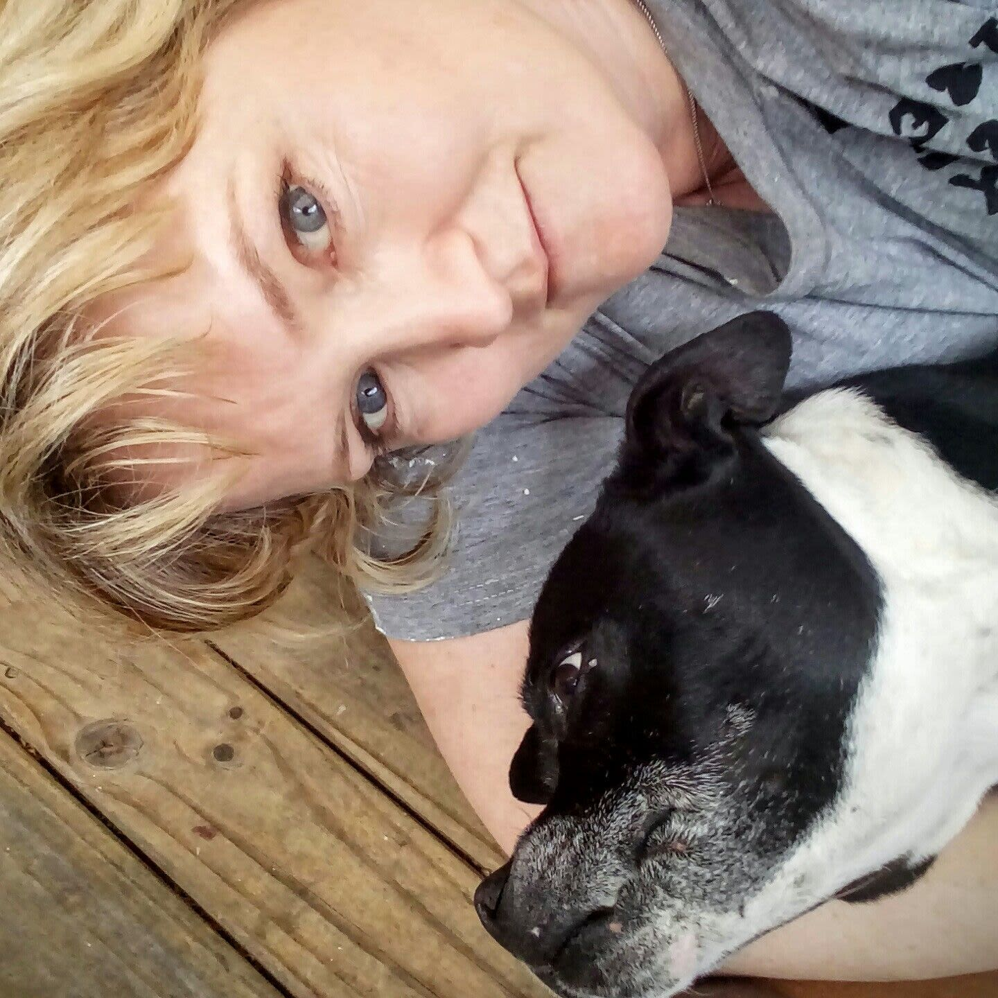 Newcastle female experienced pet sitter.