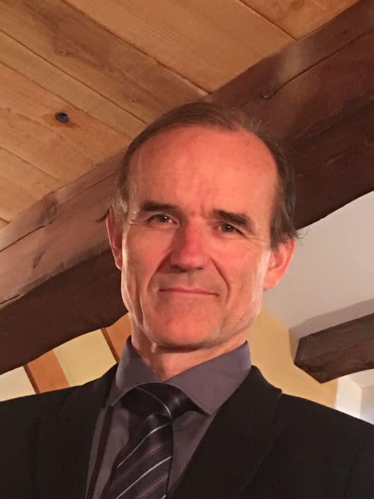 Dr. Robbert Van Haselen
