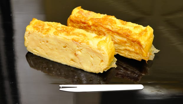 "You can eat delicious ""tamagoyaki"" for only 100 yen."