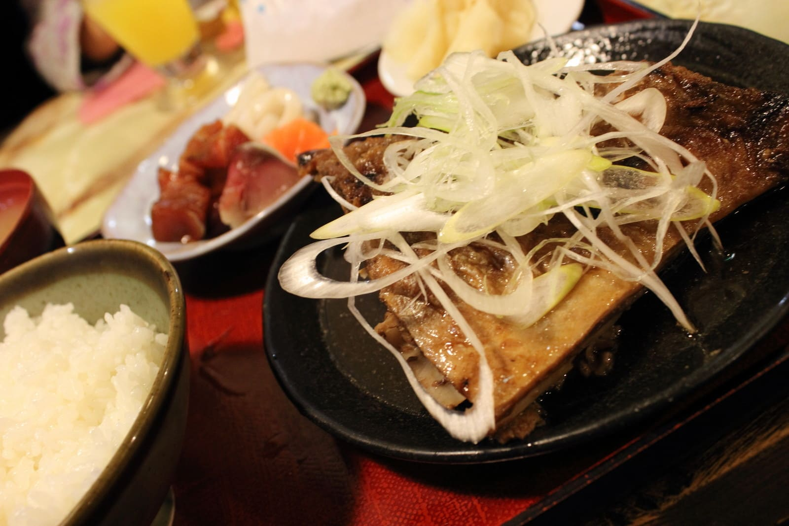 Try rare parts of tuna with Agoni-teishoku(Chin Set Meal)