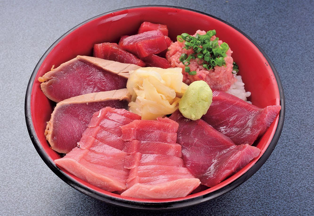Tuna lovers must try this Maguro-zukushi-don (All about tuna-don)