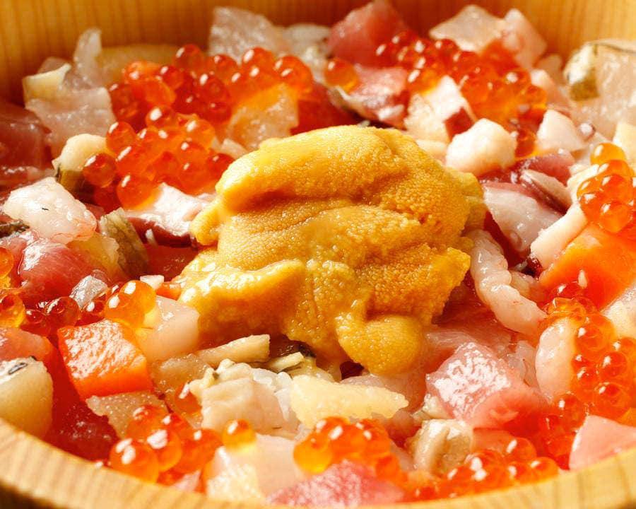 "If you were a sushi mania, you would come back to ""Itadori Ganso Kaisen Hitsumabushi"" (authentic seafood rice bowl) 3 times."