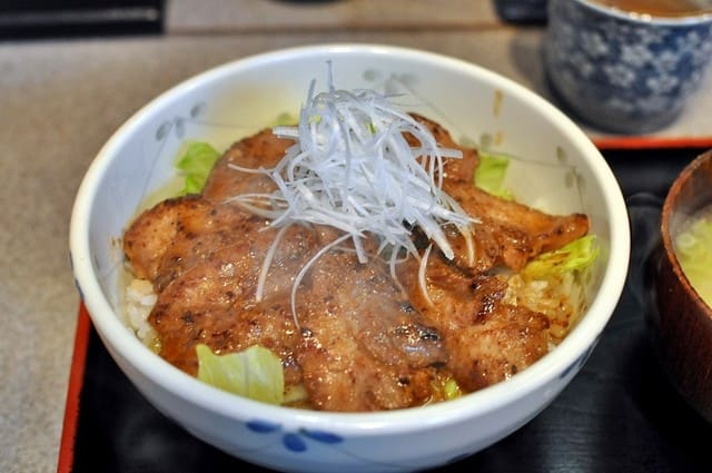 "The place you can enjoy tuna fish ""Tsukiji Donburi Shijo"""