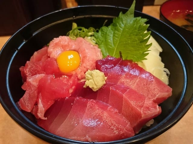 "Well known Tuna fish rice bowl place ""Matakoiya-sohonten"""
