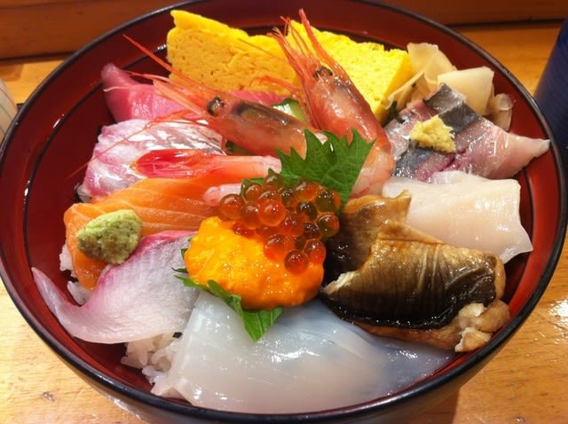"The typical Edomae chirashi-(sushi) ""Daimiyo Chirashi"""