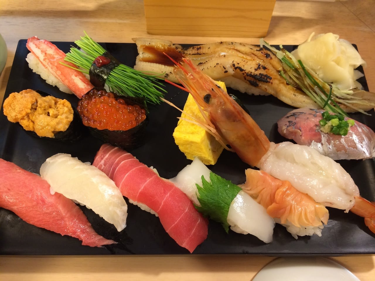 Tokusei Sushizanmai; The restaurant's recommended menu choice so that you can enjoy everything about sushi on one plate