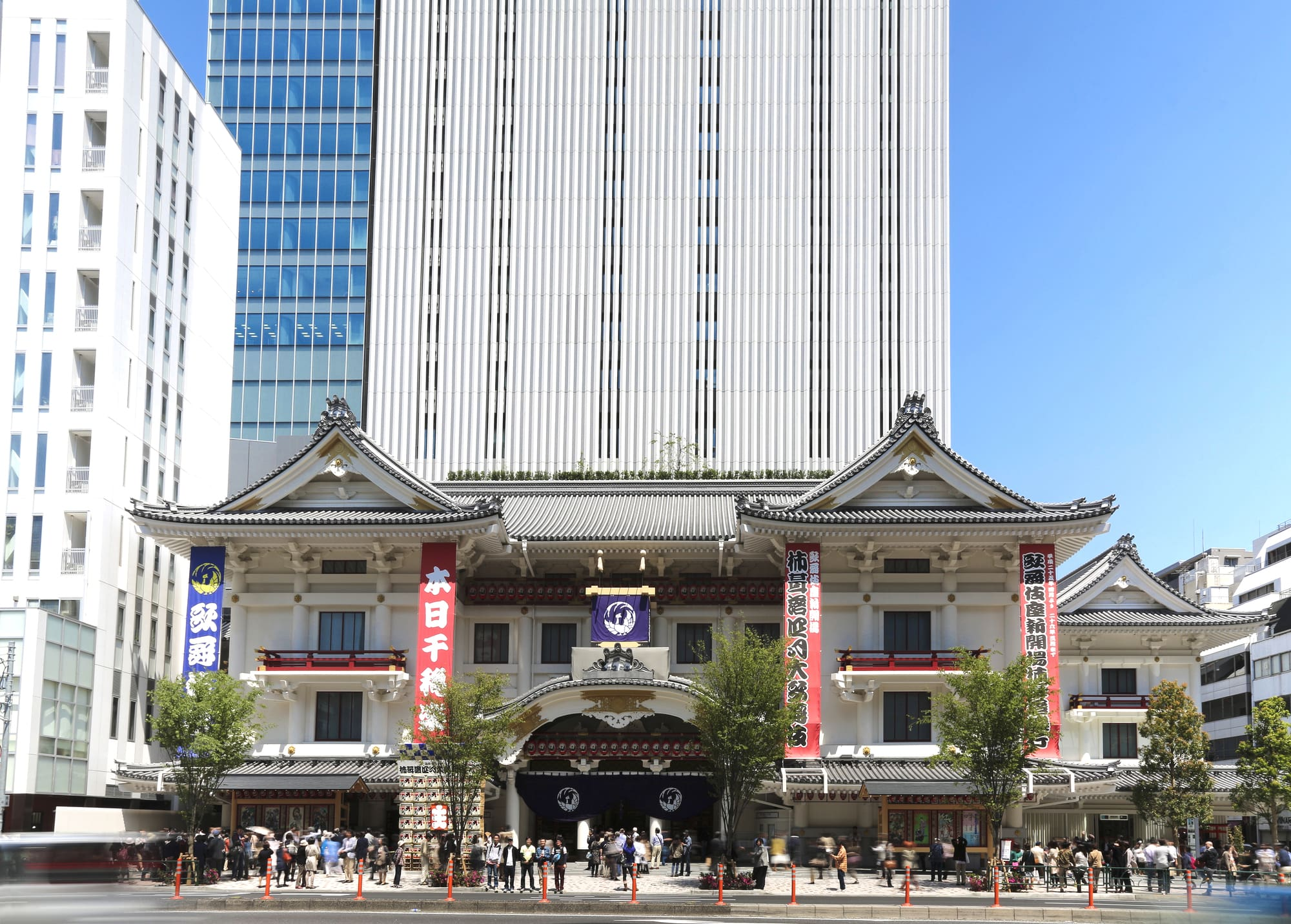 "Enjoy Kabuki with ""Hitomaku-Miseki"": a Ticket Sold on the Day of the Performance"