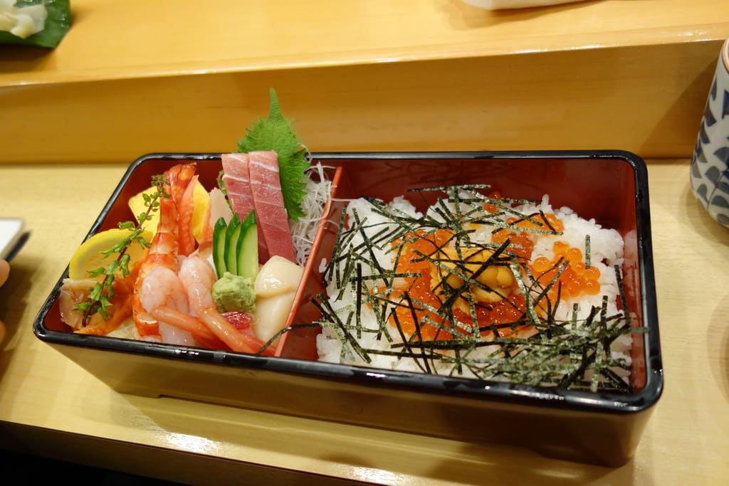 "Their Specialty ""Chirashi-zushi"" Is Rare for Tsukiji"