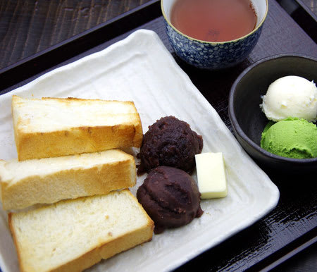 Great collaboration with an established bakery – red bean paste toasts