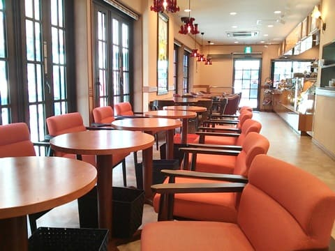 "Enjoy the Relaxing Time in a Spacious Layout at ""Funawa Café"""
