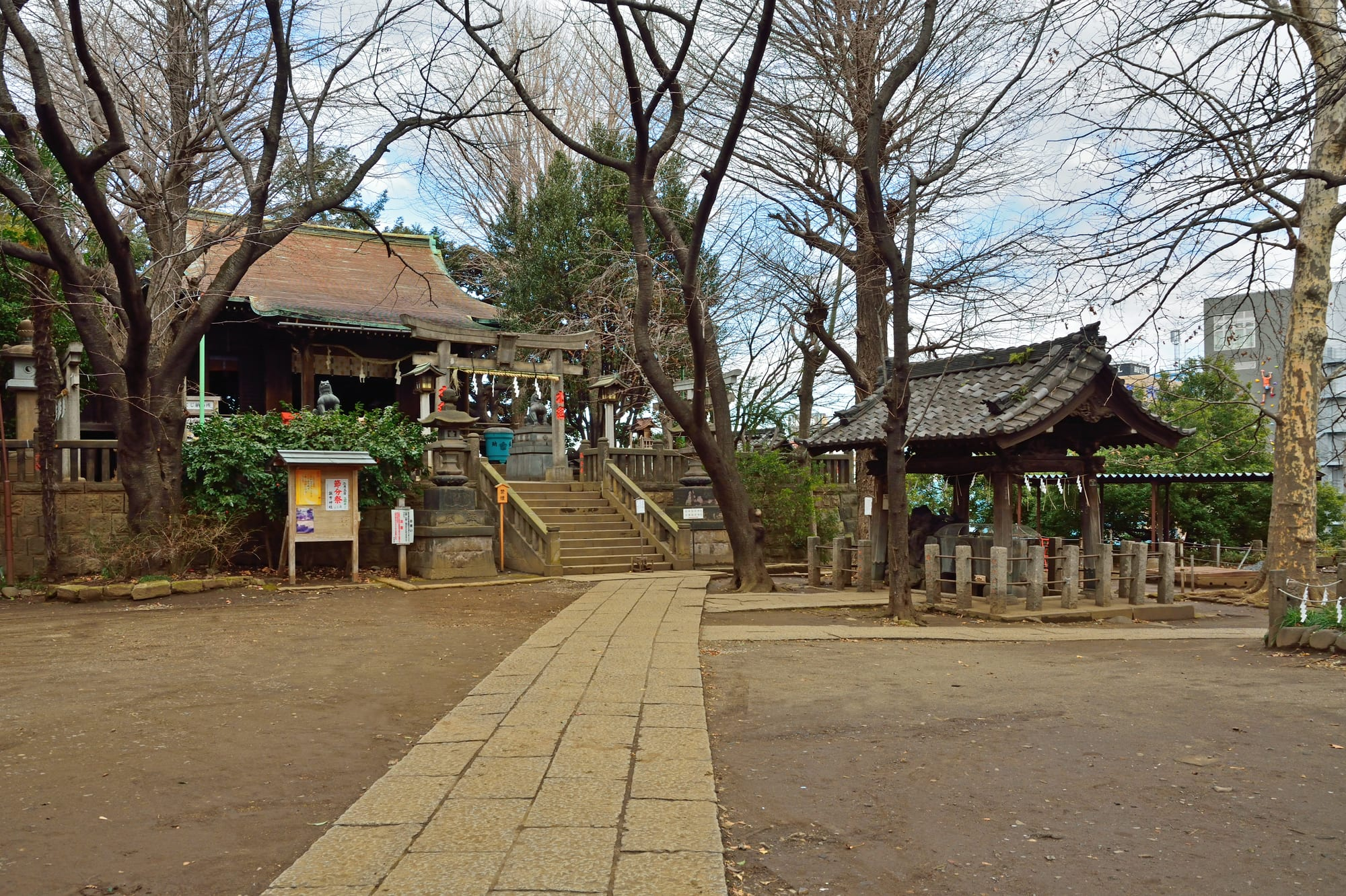 "About ""Suwa"" Shrine2"