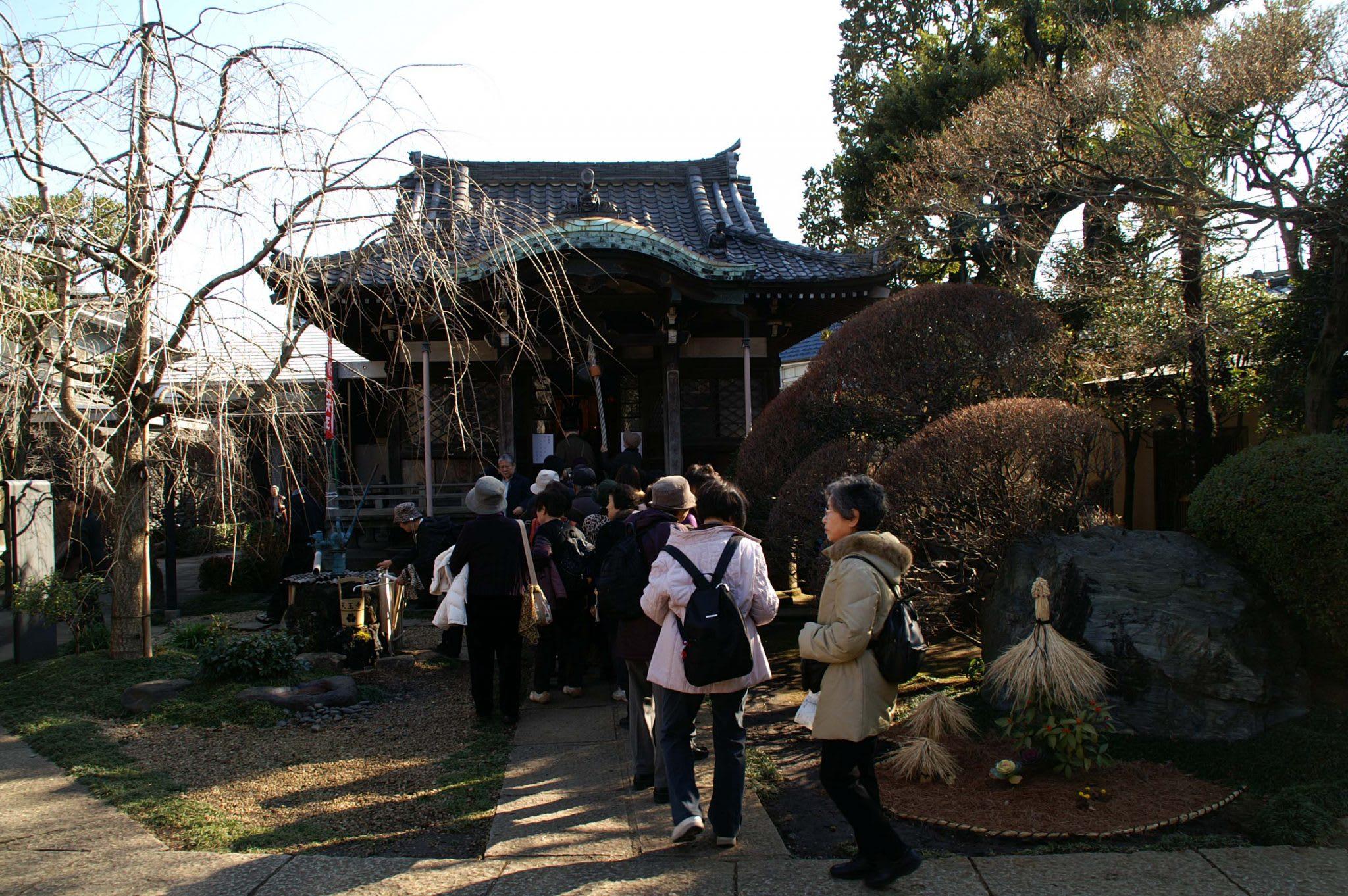"""""""Edo-no-Sanbu"""" (Three Fortunes in Edo )! – """"Tennoji""""Temple in Yanaka with """"Bishamonten"""" (one of Seven Deities for Good Luck)"""