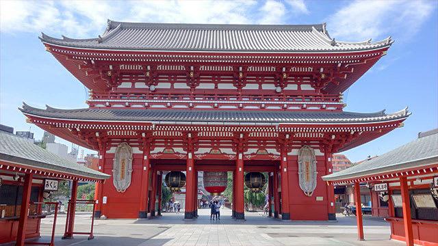 宝蔵門(Hozōmon /Treasure-House Gate)and Big waraji (sandals made from straw rope)
