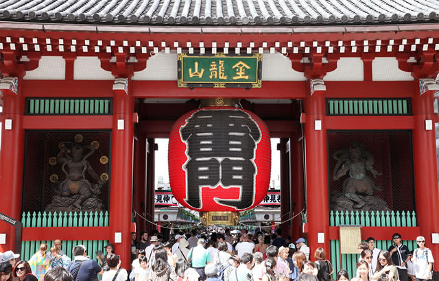 Official name of雷門 (Kaminarimon / Thunder Gate) is 風雷神門(Fū Raijin Gate/God of Wind & Thunder Gate)