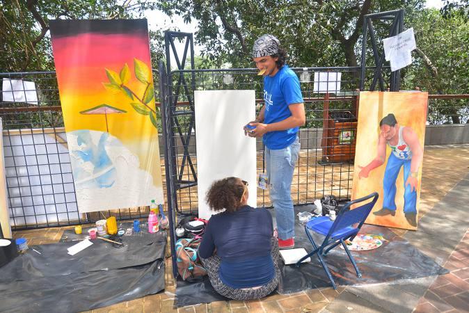 Fotografía de Creatividad de artistas del Festival de Artes al Aire Libre se enfoca en el Ambiente
