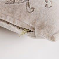 Cuscino in velluto grigio a motivi floreali, 45x45