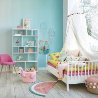 Dosel infantil con pompones de algodón color crudo Tropicool