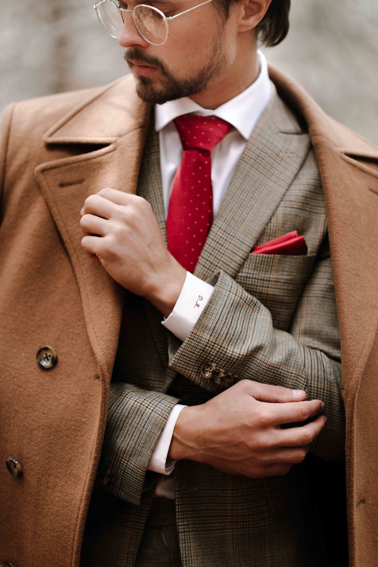 Model: Dmitry     Brand: Sereno del Sordo     Sereno del Sordo es una marca mexicana de Gilberto Brizuela, ubicada en León, Guanajuato se dedica a crear trajes exclusivos y a la medida ofreciendo elegancia y estilo. La nueva línea Ferrara, inspirada en la fuerza del viento, presenta abrigos
