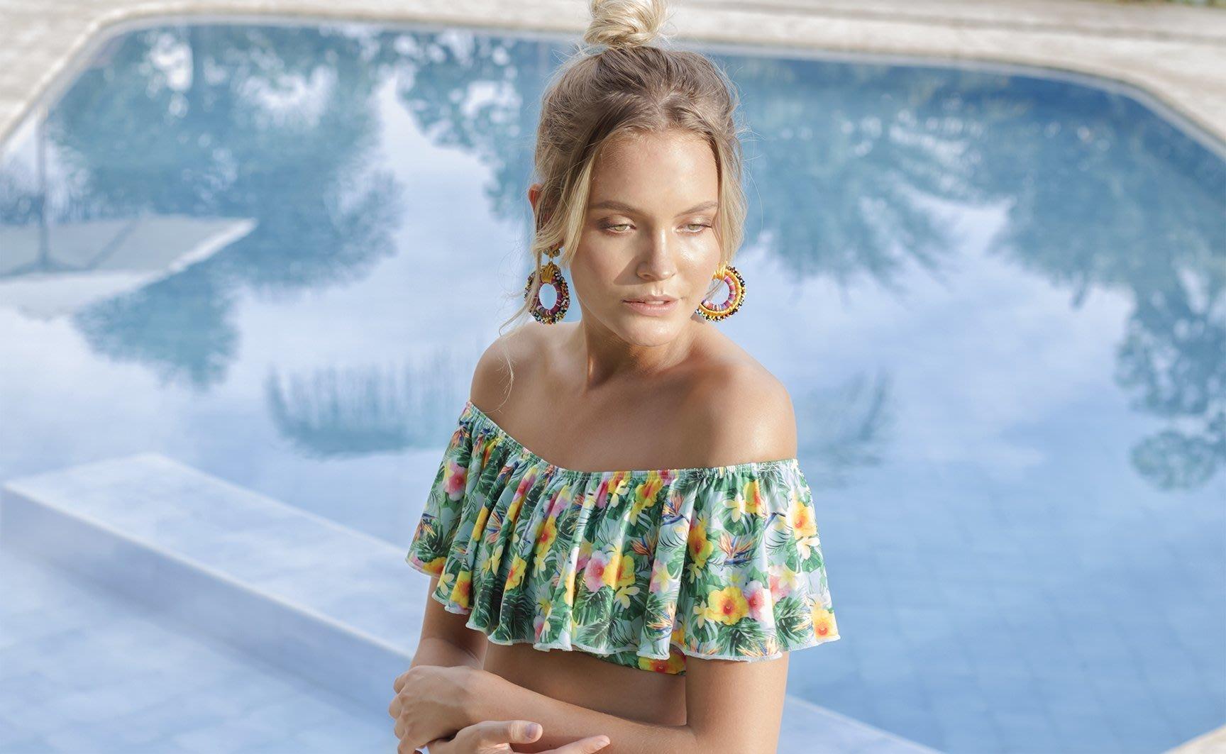 Model: Elise SandblomBrand: MacadamiaMacadamia Beachwear es una marca dedicada a la fabricación de trajes de baño y ropa de playa con altos estándares de calidad, su indumentaria está inspirada en la mujer que le gusta viajar, verse bien y sentirse cómoda mientras disfruta el verano.Macadamia