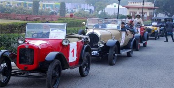 Vintage car rally_alt