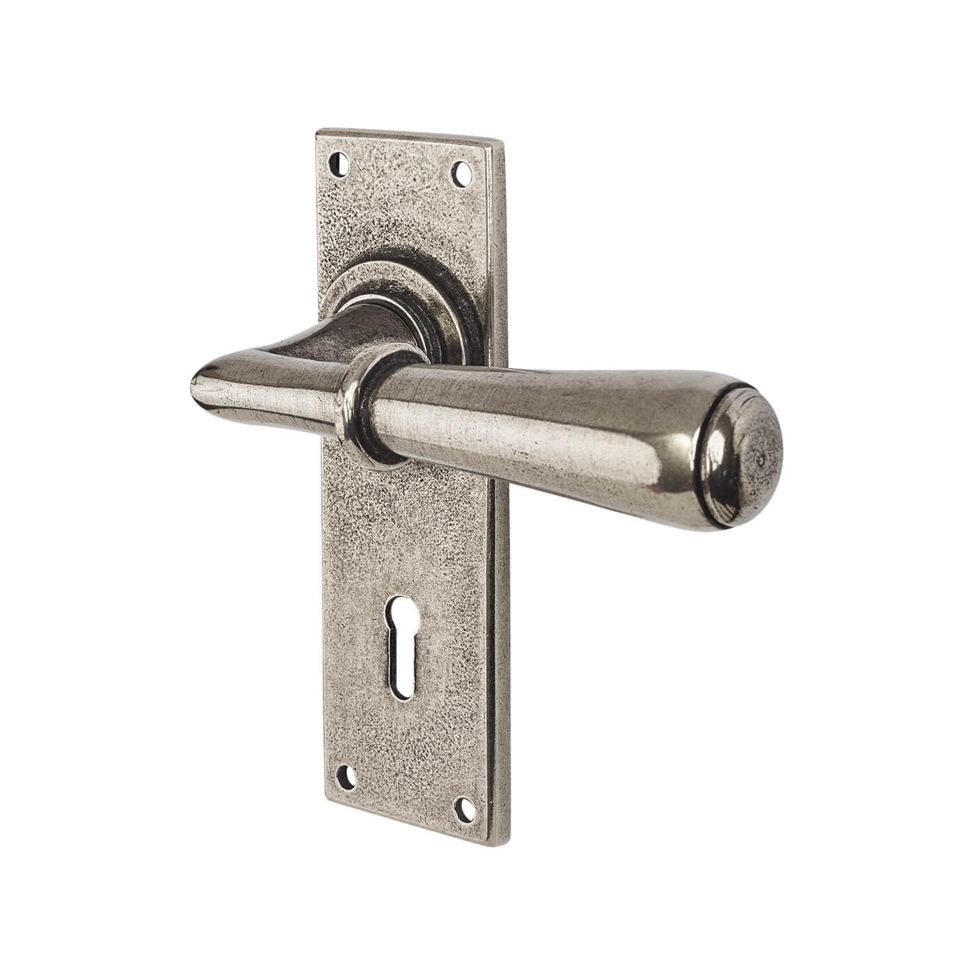 Finesse Fenwick Door Handle - Keyhole Lock Set - Pewter)