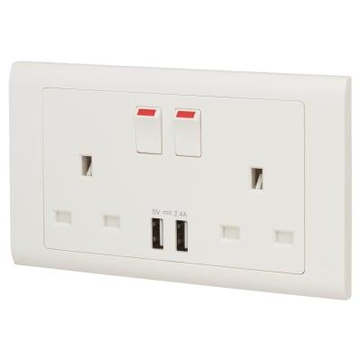 MK Essentials 13A 2 Gang Socket With Intergral USB Port - White