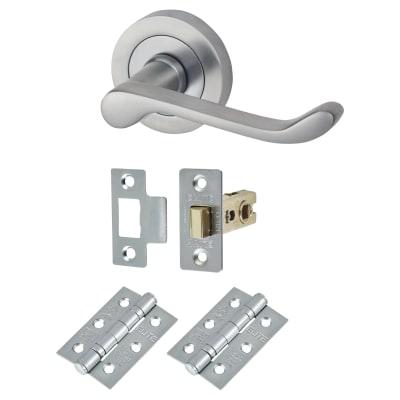Touchpoint Victorian Summer Lever Door Handle on Rose - Door Kit - Satin Chrome