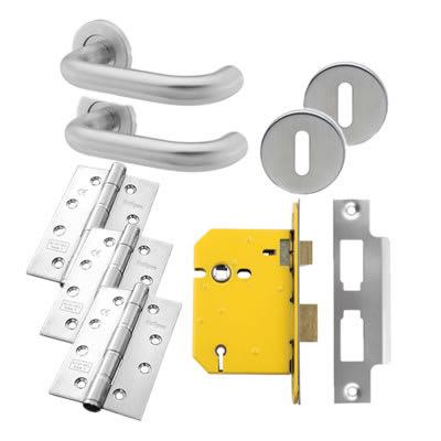 19mm Lever Door Handle on Rose - 5 Lever Sashlock - Door Kit - Stainless Steel