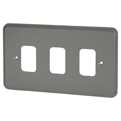 MK 3 Gang Metalclad Grid Front Plate - Grey