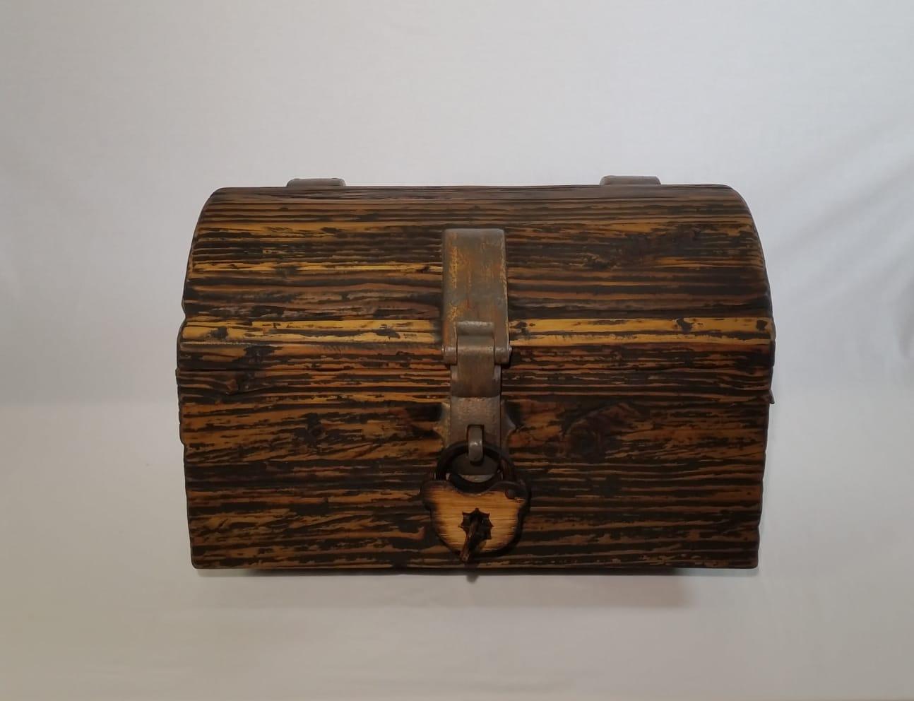 Cofre de madera artesanal