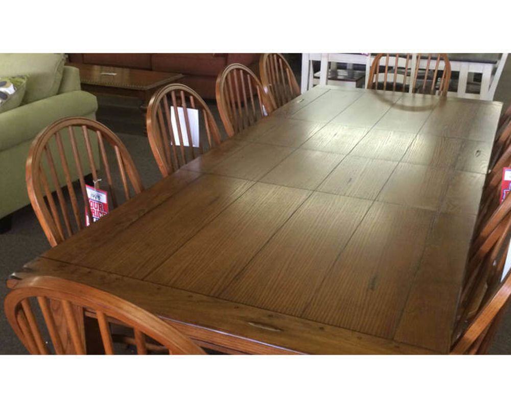 Wooden Dining Room Table w/Chairs