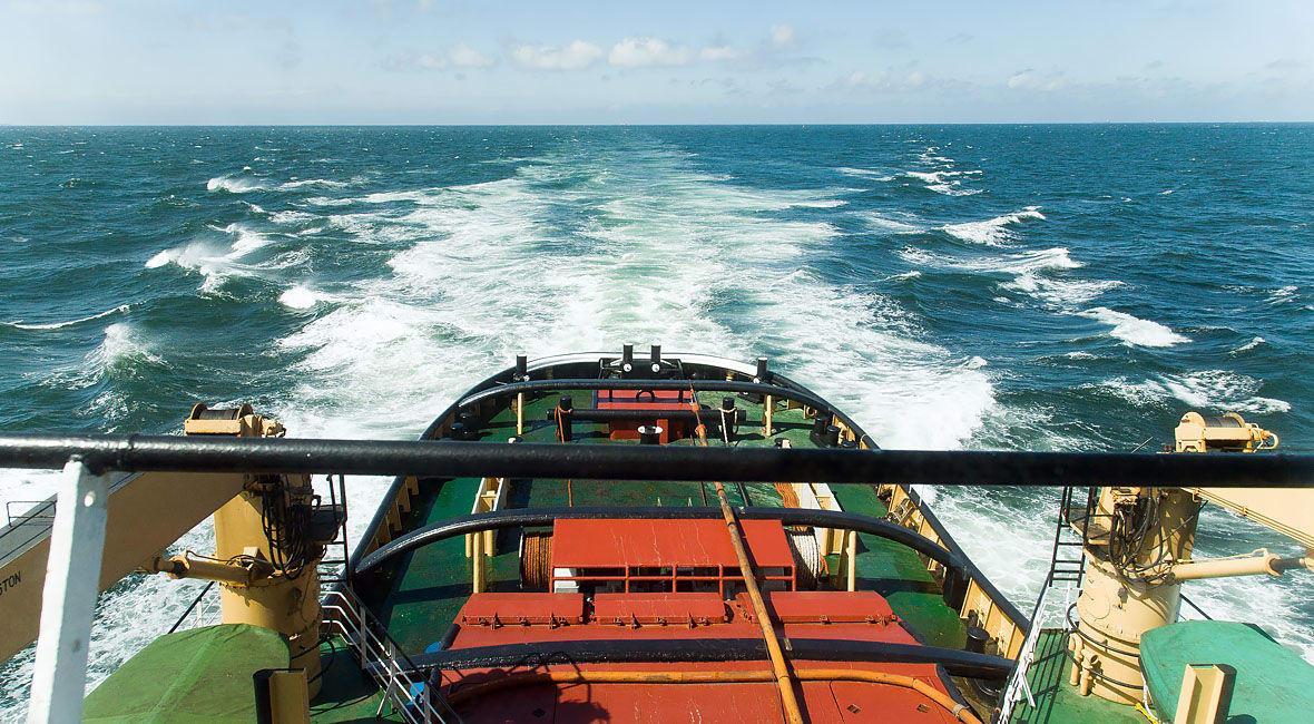 Oceangoing tug ROTTERDAM on her way