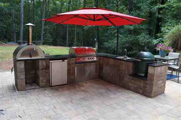 Outdoor Kitchen with Grill, Green Egg, Pizza Oven, Fridge & Sink
