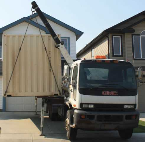 With our specialized container truck, your belongings will be secure during transport
