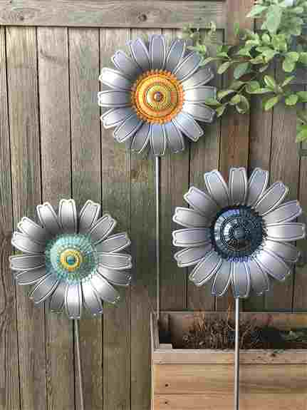 Metal garden flower with glass mosaic centers. The flowers come with a removable stake and can also be hung on any indoor or outdoor surface. <br />