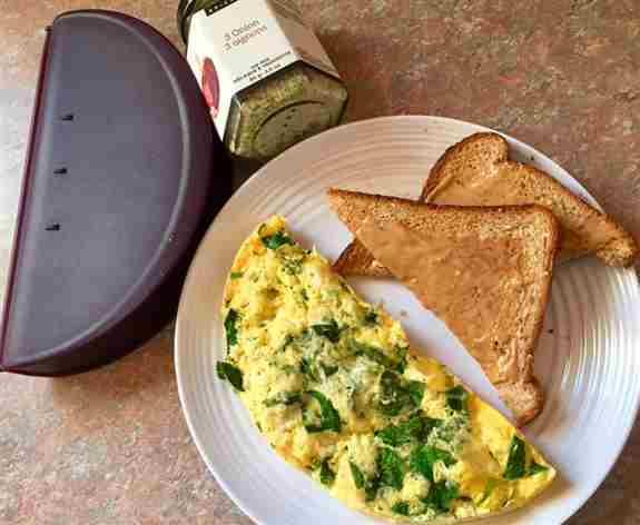 Healthy breakfast prepared in minutes with our Omelet maker!  Seasoned to perfection with our 3-onion dip mix seasoning.