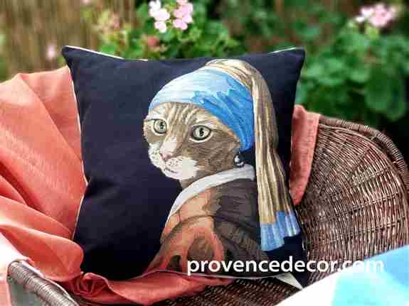 This State of the Art Tapestry Pillow Covers Collection are made by 4th generation Master Weavers. Tapestry is an old European tradition which, through the centuries, has made a rich contribution to the beauty of its heritage.<br />One of the most high en