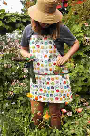 Big pocket, wipeable, long ties, this will be your favorite new apron. Comfy & soft. I leave mine by the door with tools at the ready for nipping out to the garden.