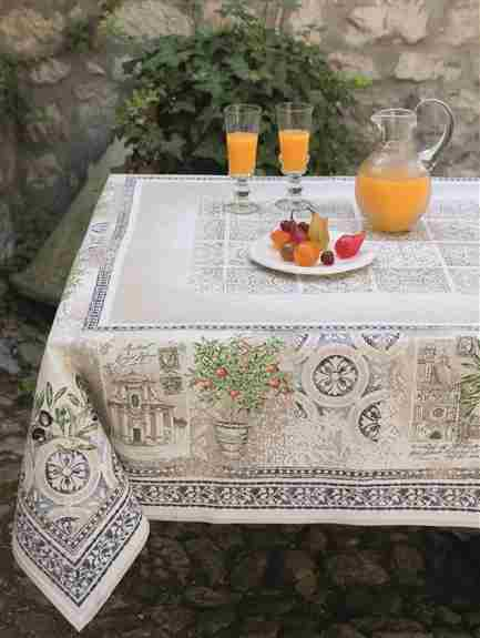 This gorgeous and elegant Jacquard Tapestry tablecloth will transform your table into a piece of art and give your room a special touch of the Classic French Decoration.<br />The pattern is woven in the fabric (not printed) using a special double weaving