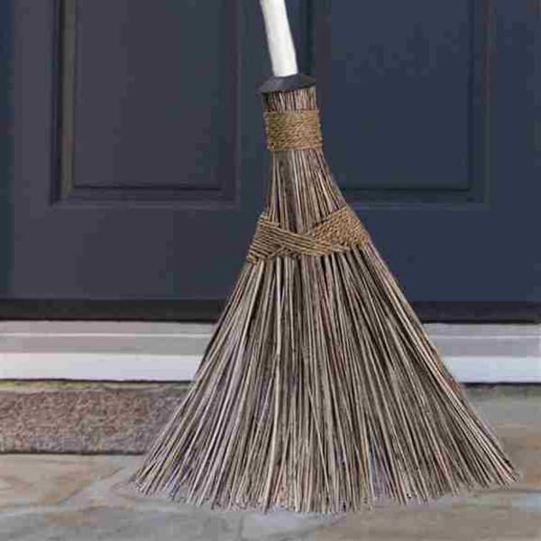 The Ultimate Outdoor Broom is perfect for those outdoor cleaning chores as it works like a broom and acts as a rake!  Clean-up outdoor areas quickly and easily using this eco-friendly and sturdy broom.  Ideal for cleaning decks, walkways, patios, driveway
