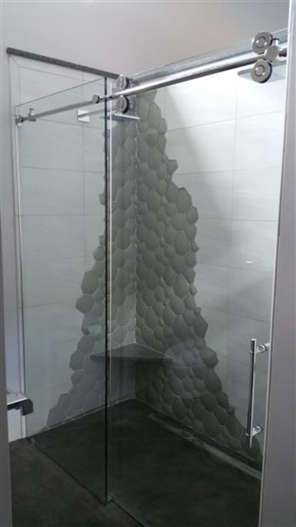 Frameless Pipeline Shower