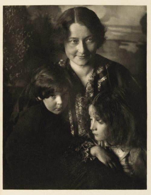 Portrait Group Lamb, H. Mortimer  (Canadian, 1872-1970)