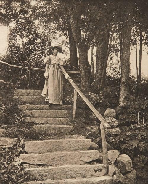 En descendant les marches Eickemeyer, Rudolf  (American, 1862-1932)