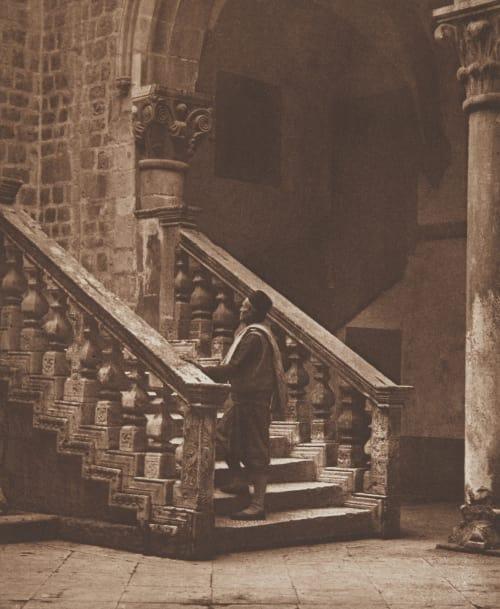 Im Hofe des Rectorenpalastes in Ragusa. Rothschild, Nathaniel Mayer von  (Vienna, 1836-1905)